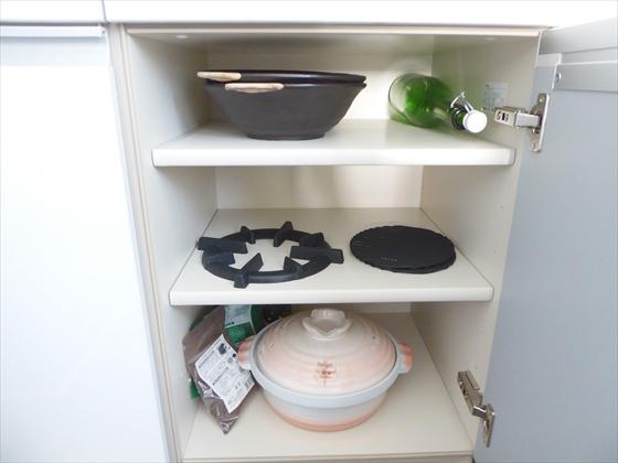 食器棚下段右側片付け前