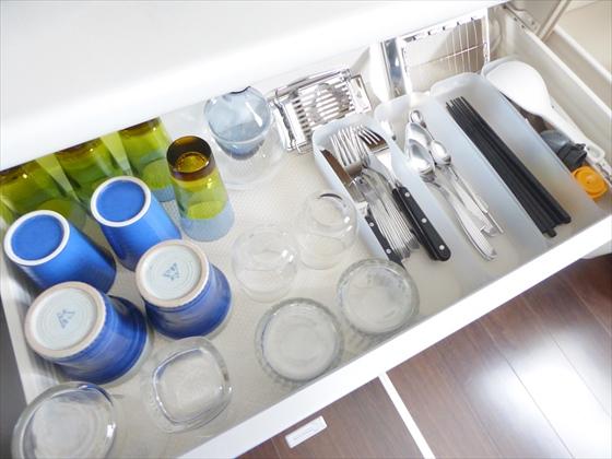 食器棚引き出し右側