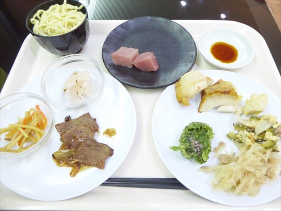 伊計島食事沖縄そば・マグロ