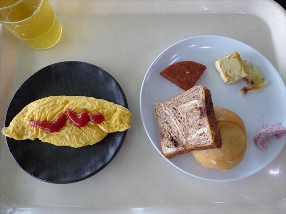 伊計島食事パン・オムレツ