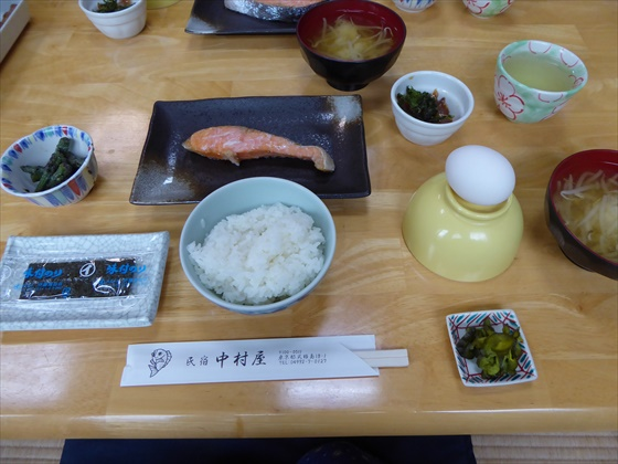式根島食事鮭と味噌汁