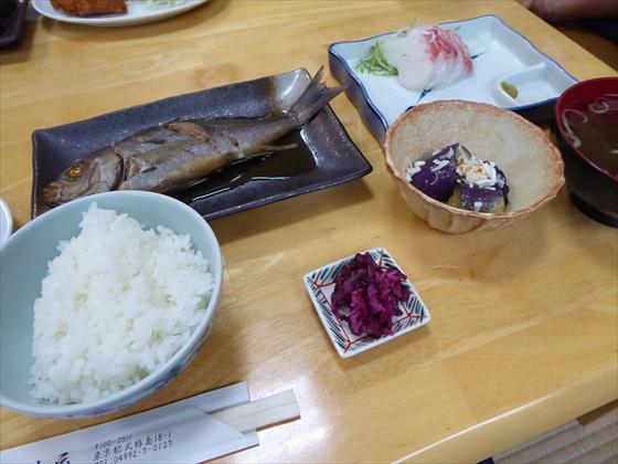 式根島食事煮付けと刺身