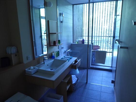 洗面所とシャワールーム