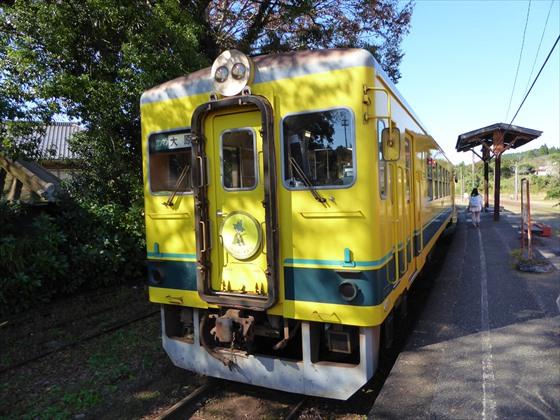 黄色い列車正面