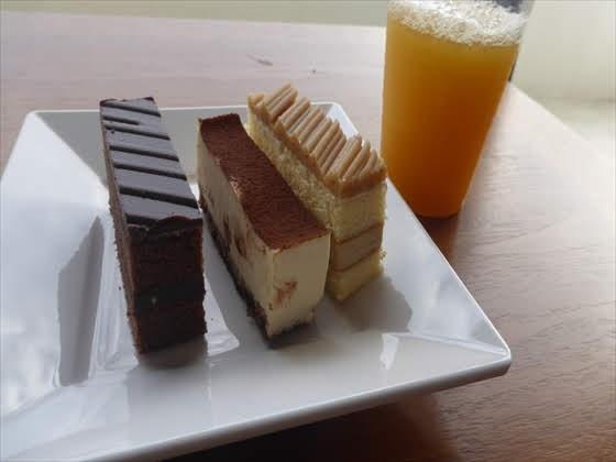 ケーキとジュース