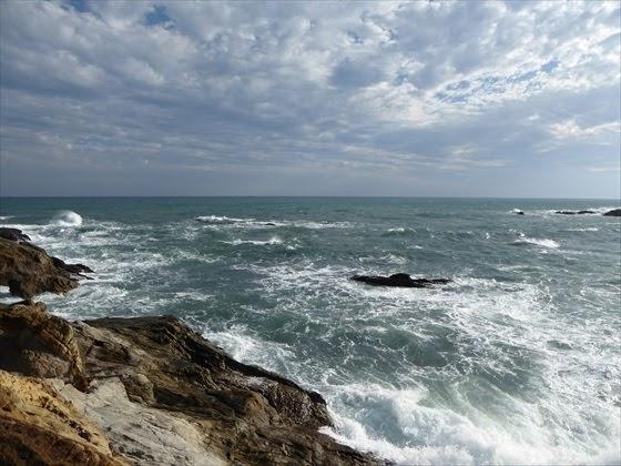 波が激しい海