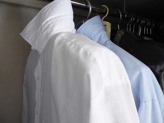 洋服カバーの代替品にされたYシャツ