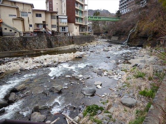 ニュー塩原付近に流れる川