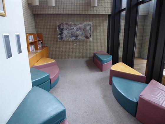 読書スペースの椅子