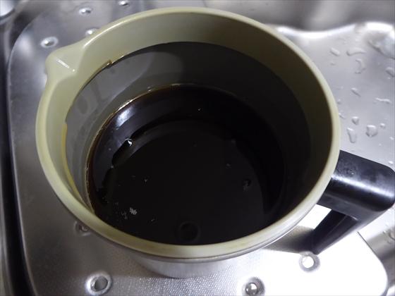油ポットに入った揚げ物油