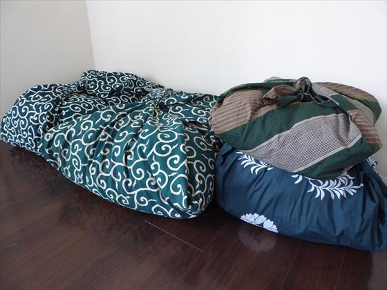風呂敷に包まれた布団