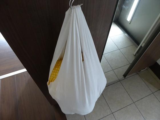 Tシャツバッグに入ったスーパーの袋