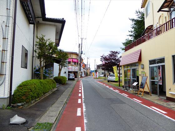 鬼怒川温泉の街中、駅へ行く道