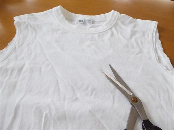 袖を切ったTシャツ
