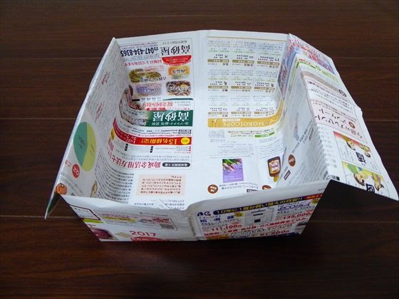 チラシで作ったごみ箱