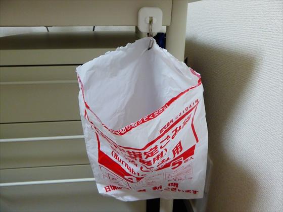 ごみ袋が入っていた袋をごみ袋代わりにしている状態