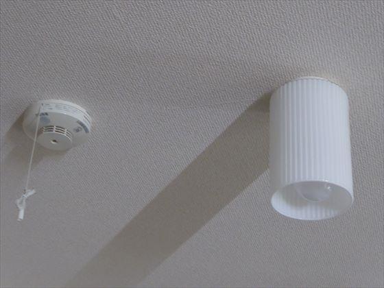 火災報知器と照明
