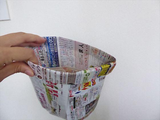 ちいき新聞で作った高さのあるごみ箱