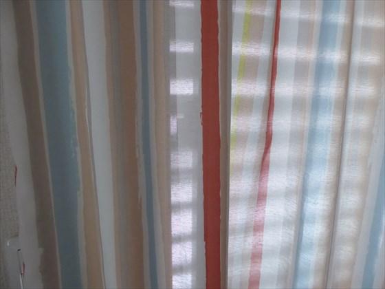 ストライプ柄のカーテン