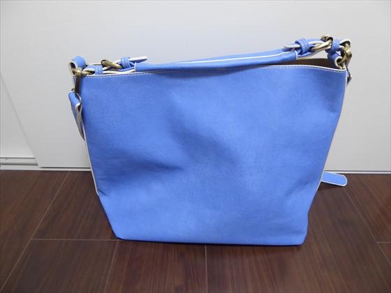 合皮のバッグ