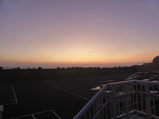岡田港からの朝日