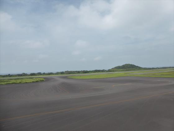 飛行場右側の景色