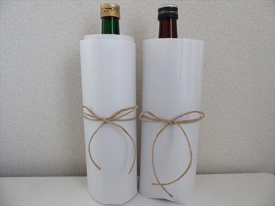 家にあった紙でラッピングされたお酒2本