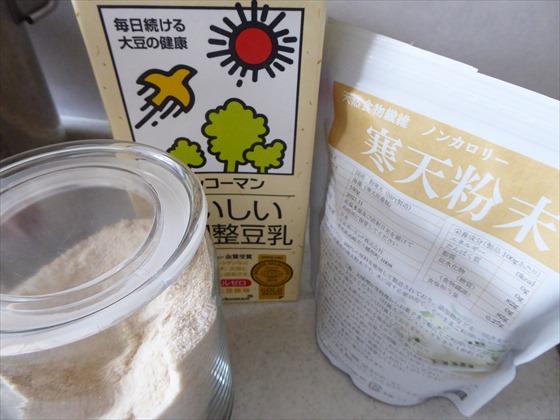 材料の砂糖、豆乳、寒天