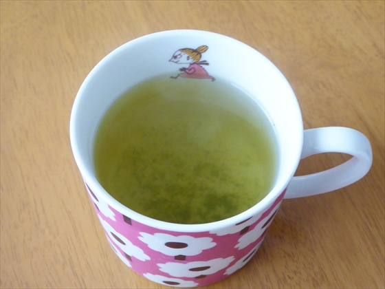 マグカップに入った緑茶ミント