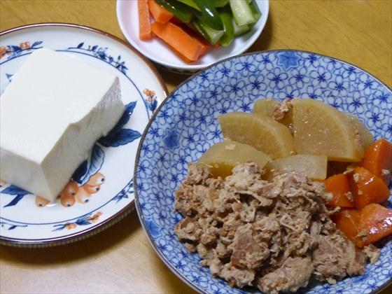 豚こまの煮物が主菜の夕ごはん