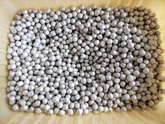 大量の小粒マグネシウム
