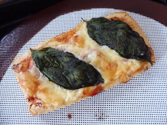 焼いた後の油揚げピザ