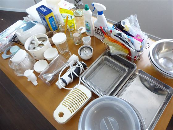 バット、ミルサーの部品、洗剤など