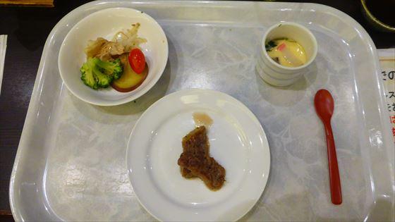 旦那さんが撮影した食事、ステーキや茶碗蒸し