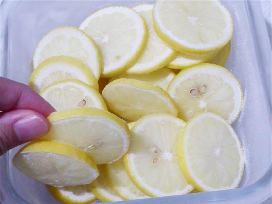 凍った輪切りレモン