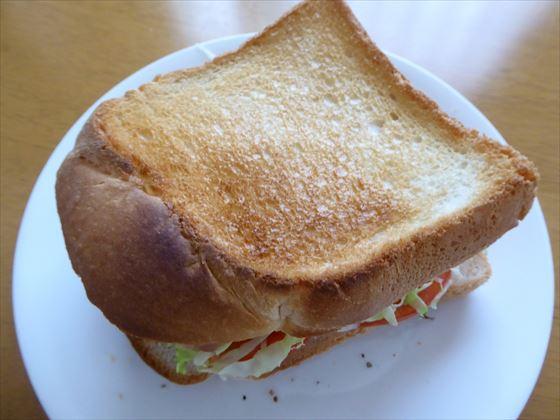見切り品食パンで作ったホットサンド