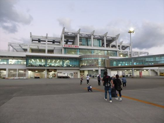 久米島空港正面
