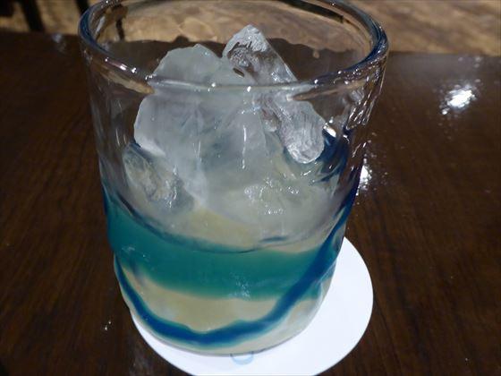 グラスに入ったシークヮーサー酒