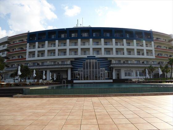 2日目の昼間のホテルの外観