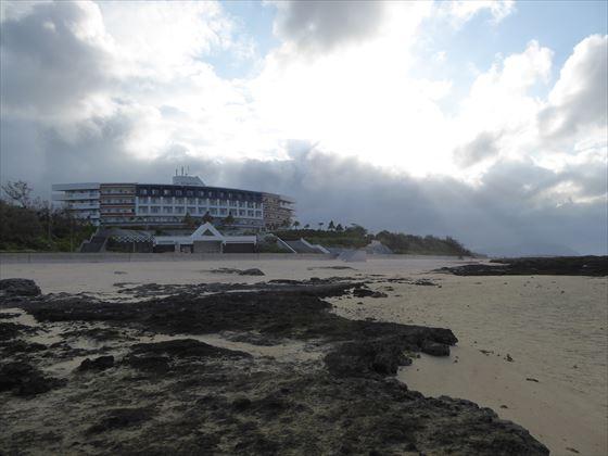 朝の海からホテル