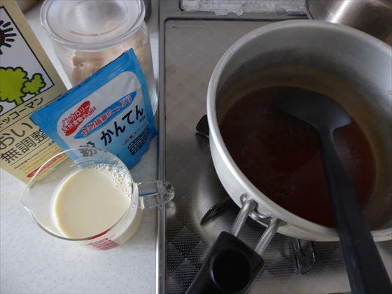 紅茶豆乳寒天を作っているところ