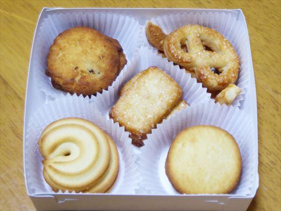 紙トレーとクッキー