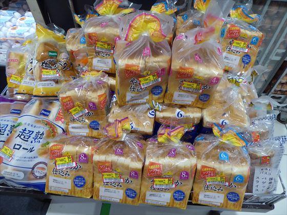 見切り品のパンの山、そのいち