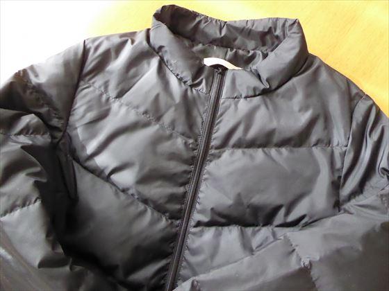 黒いダウンコート