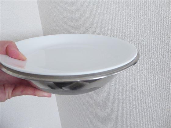 皿で蓋したボウル