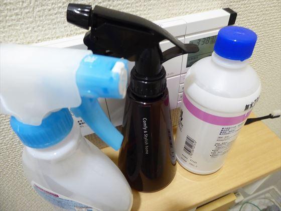 市販のトイレ掃除用洗剤、クエン酸水、アルコールの容器