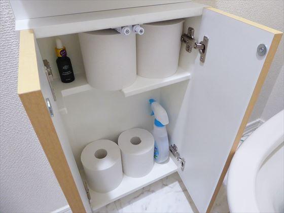 トイレ収納の中の様子