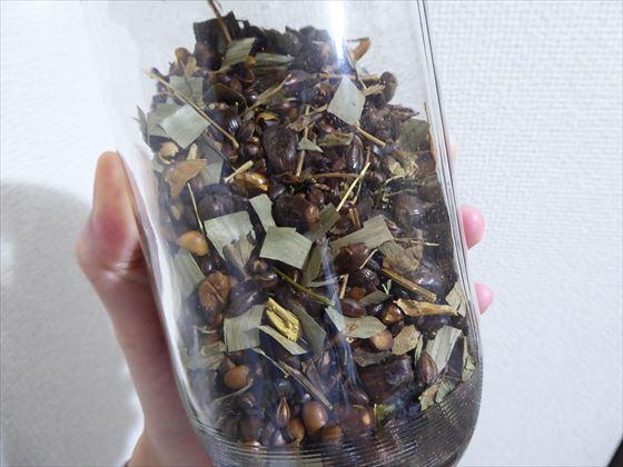 ガラス容器に入った万能茶