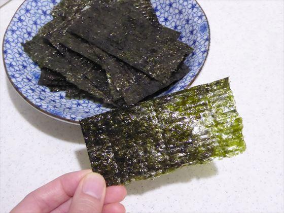 お皿に盛った手作り韓国海苔