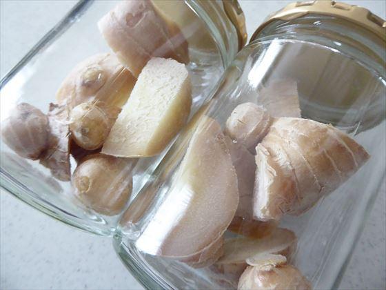 瓶の中の生姜をアップして撮った写真
